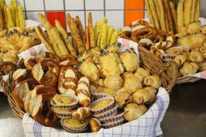 Chezzy- Sticks, Partylaugengebäck, Quiche, Blätterteiggebäck