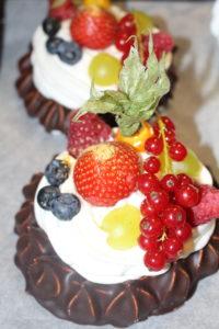 Baiser Törtchen mit Frucht